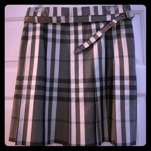 Burberry skirt with side zip
